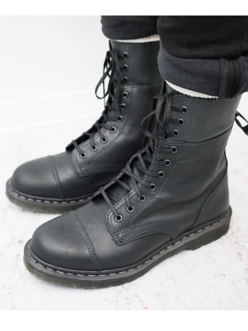 dr-martens-10-boot-5