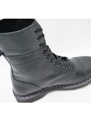dr-martens-10-boot-6