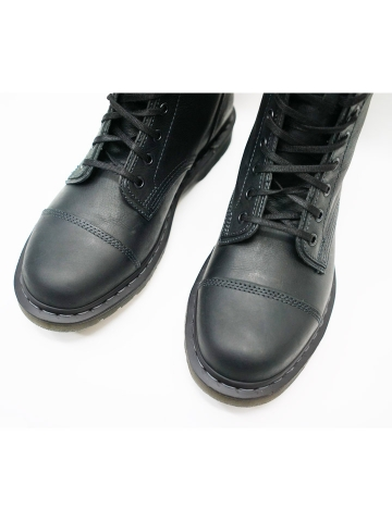 dr-martens-10-boot-7